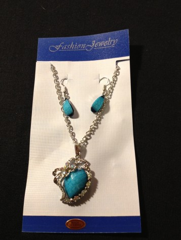 Diamond like Truquoise Blue Color Pendent Style Necklace / Earring Set