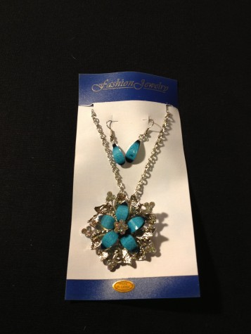 Diamond like Truquoise Blue Color Floral Designe Necklace / Earring Set.