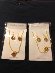 Fashion Jewelry Necklace / Earring Set .